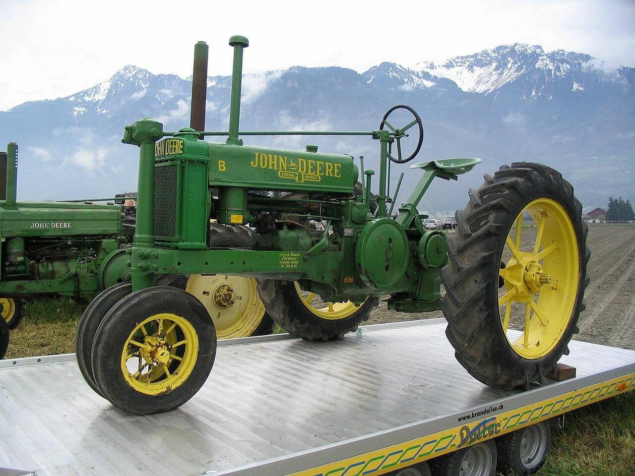 kodėl priekiniai senų traktorių ratai yra greta?