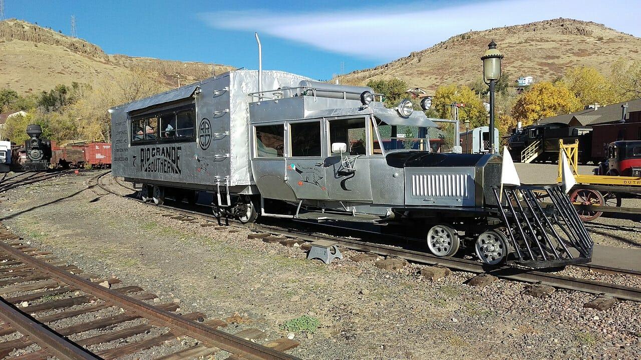 kas yra automobiliniai traukiniai Šuoliuojančios Žąsys?
